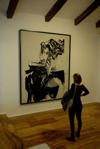 Cuadro Brigitte Bardot de Antonio Saura, en el Museo de Arte Abstracto Español, Cuenca.