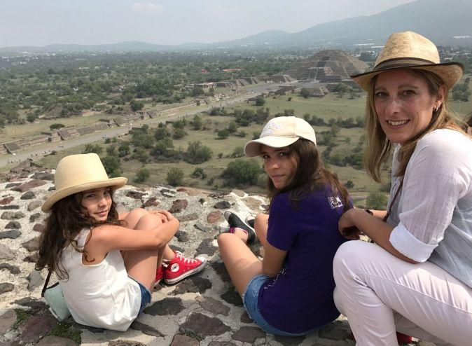 Cata, Sofi y Jes en la Pirámide del Sol, Teotihuacán.