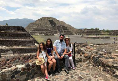 Los Sandoval-Garbarino en Teotihuacán, México.