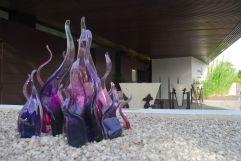 Detalles en vidrio soplado de Antoni Pierini, en la entrada del Cap d'Antibes Beach Hotel, Costa Azul francesa.