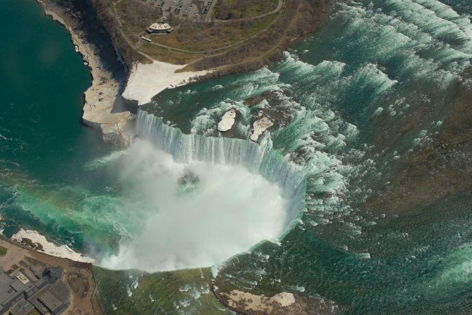 Vista aérea de las Cataratas del Niágara.