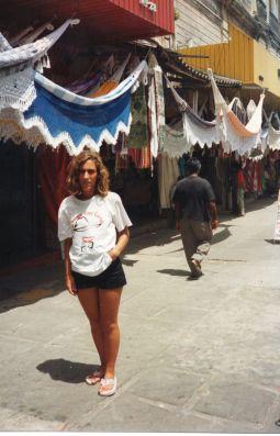 Mercado Central de Fortaleza, Brasil, eligiendo hamaca para el viaje en barco por el río Amazonas. Enero de 1993.