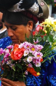 Mujer con flores, Guatemala.