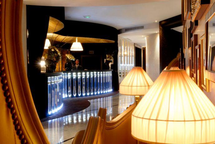 Lobby del hotel Fouquet's Barrière de París.