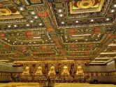 Espectacular decoración interior del monasterio Po Lin, en Lantau, Hong Kong.