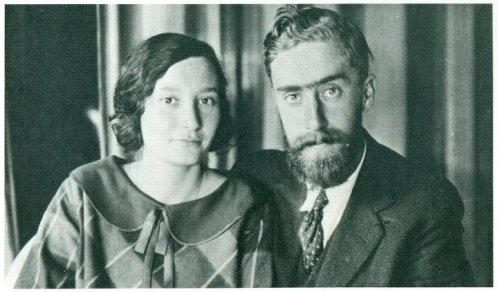 Maurits Escher junto a su esposa Jetta Umiker.