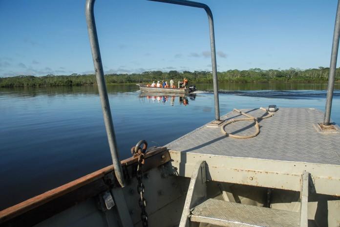 Las excursiones en lancha están incluidas durante la travesía del crucero Delfín II, Perú.