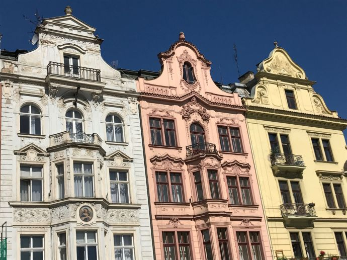 Pilsen, edificios frente a la Plaza de la República, Chequia.