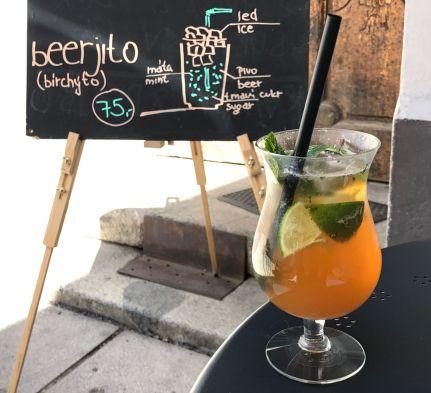 Beerjito en el café Pappa Coffee, Pilsen, Chequia.