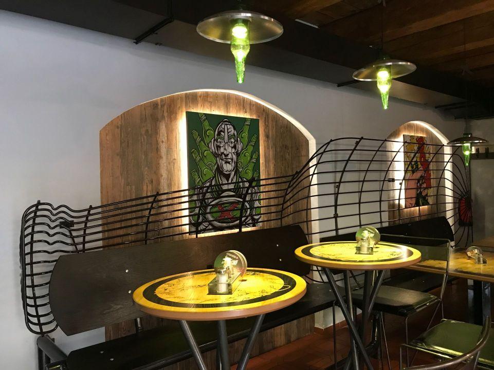 Bar y restaurante Excelent Urban Pub Comix, Pilsen, Chequia.