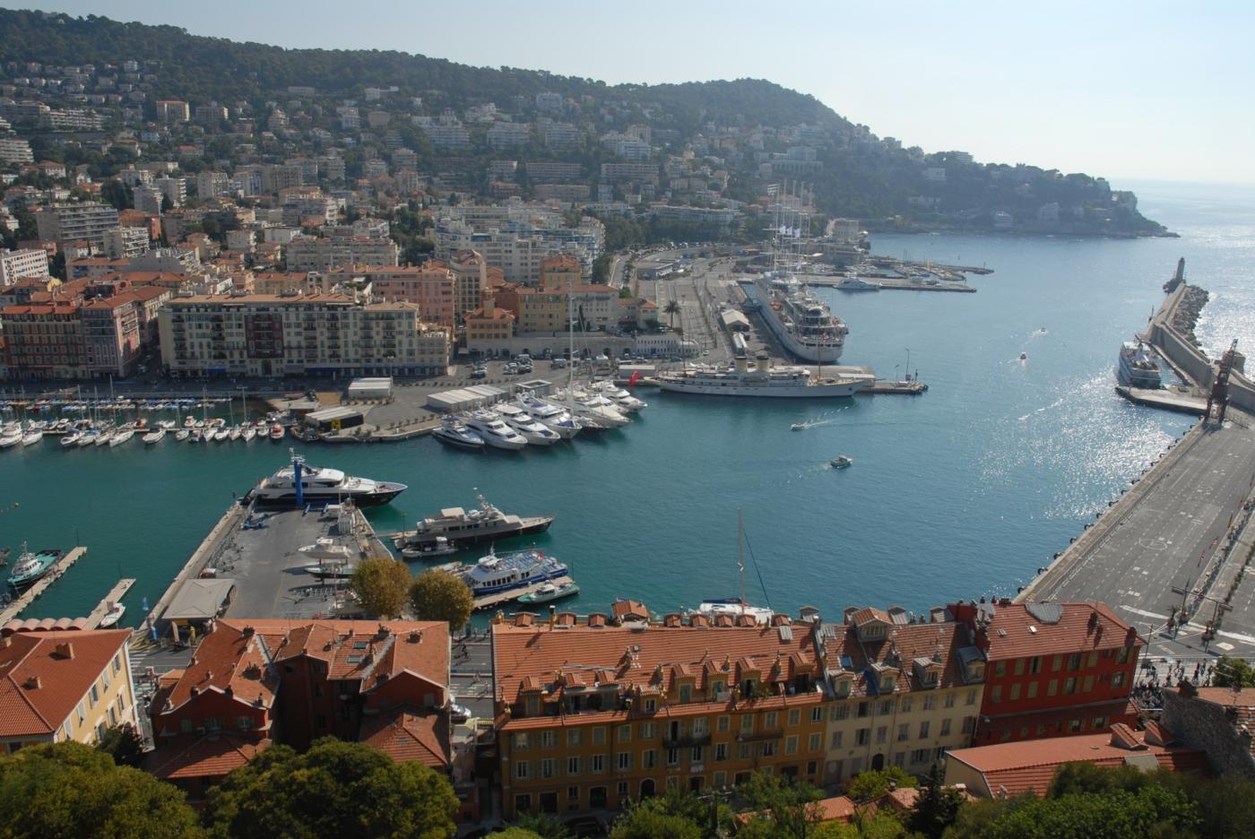 Vista de Niza desde la Colina del Castillo, Francia.