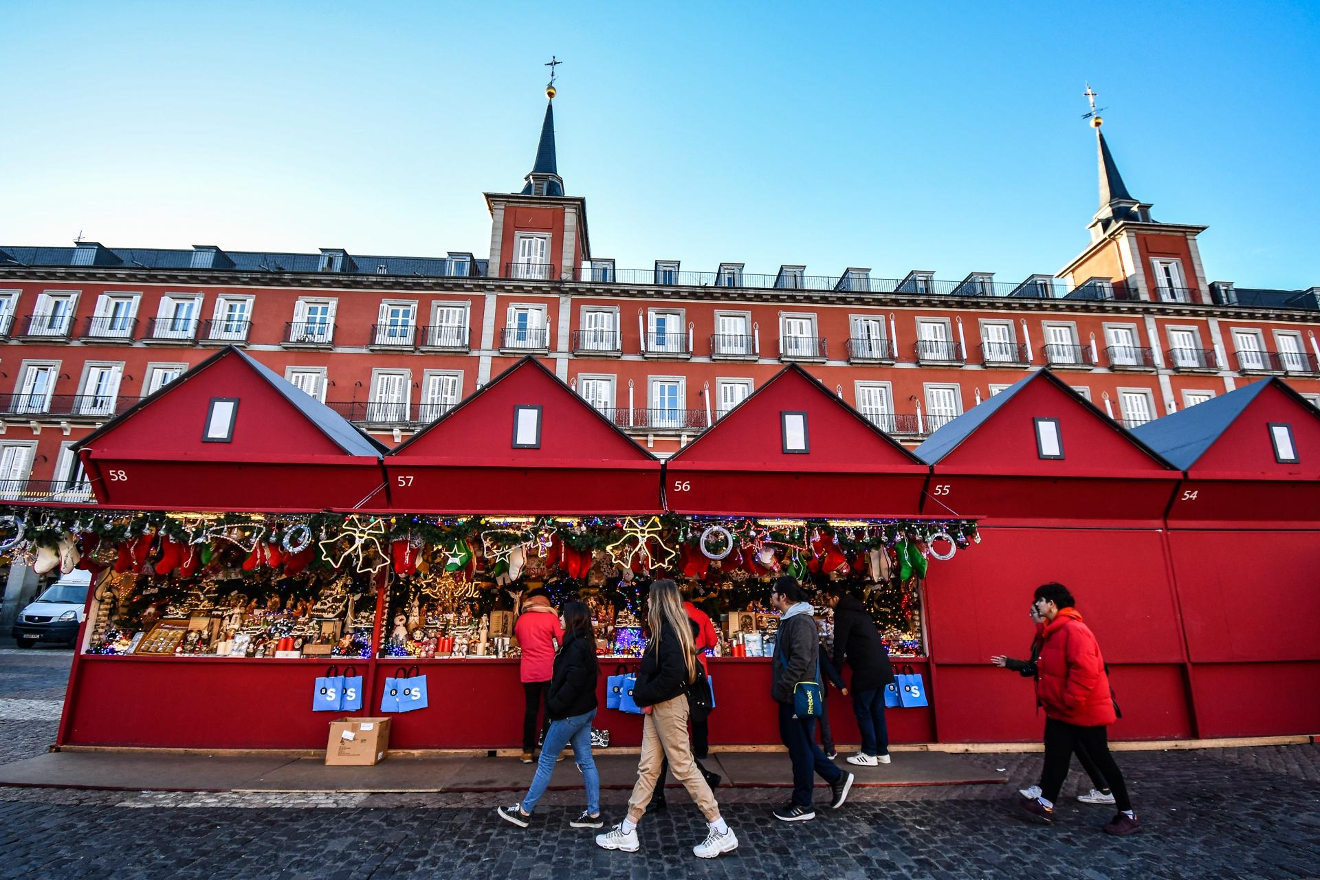 Mercado de Navidad en la Plaza Mayor de Madrid.