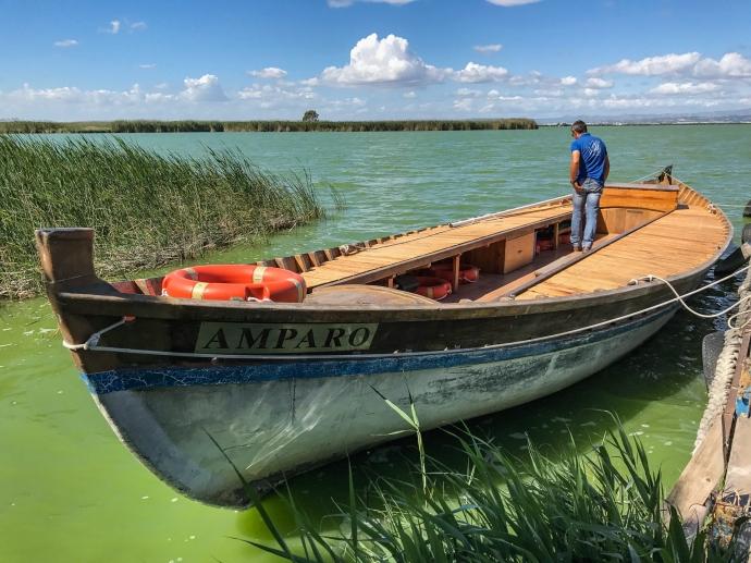 Paseo en barca en La Albufera, Valencia, España.