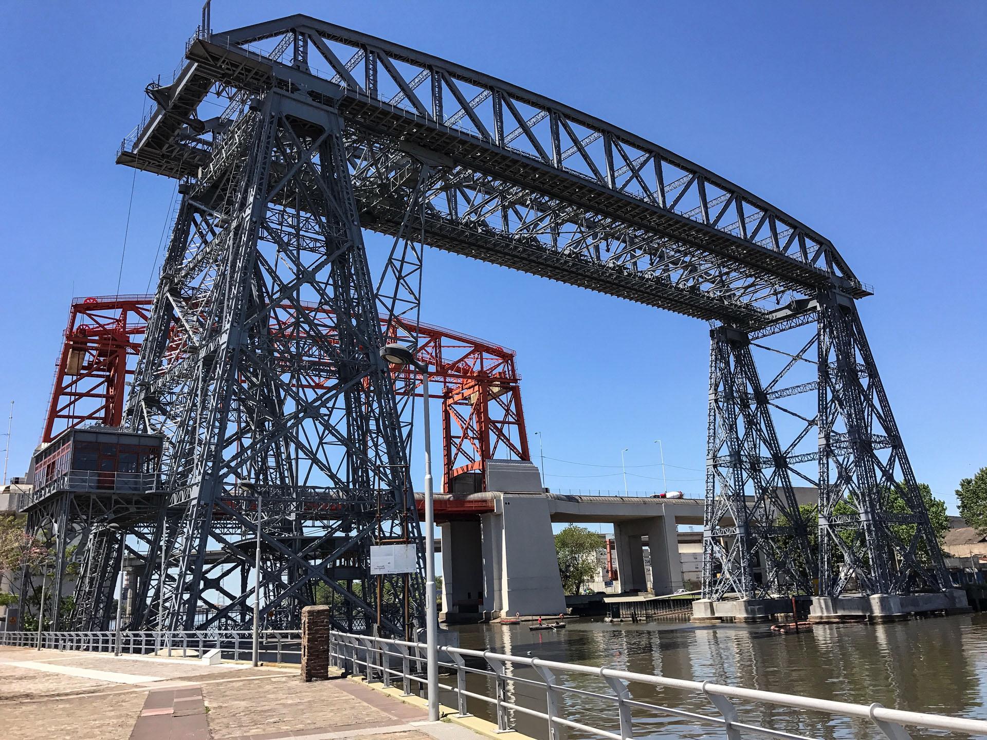 Transbordador y puente Nicolás Avellaneda, barrio de La Boca, Buenos Aires.