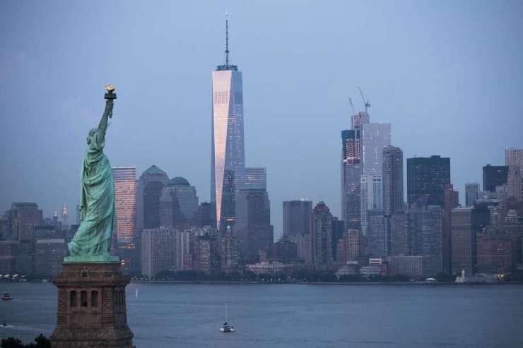 La Estatua de la Libertad, frente a Nueva York.